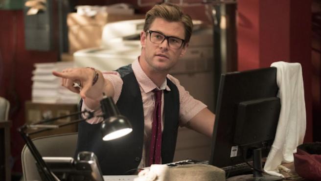 Vídeo: Chris Hemsworth vuelve a mostrar sus dotes de bailarín (¿y de cocinero?)