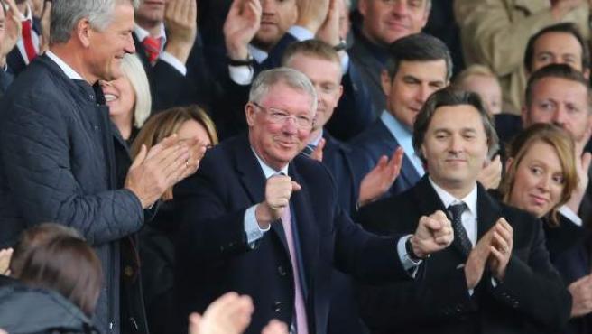 Alex Ferguson, ovacionado en su regreso a Old Trafford.