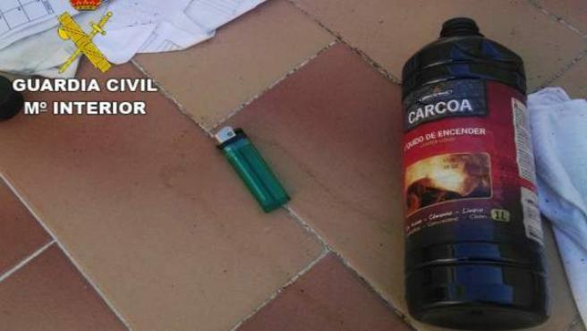Materiales con los que una persona amenazaba con quemarse a lo bonzo