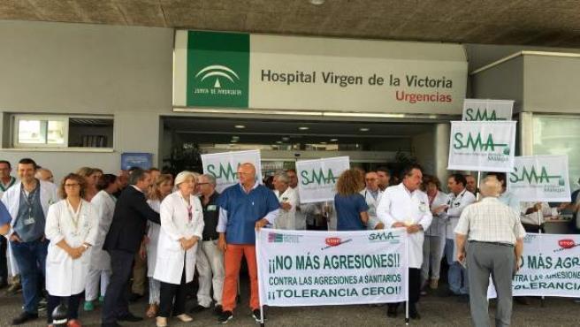 Profesionales sanitarios se concentran contra las agresiones a compañeros urgenc