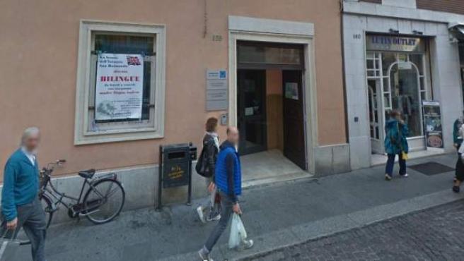 Entrada del instituto San Benedetto de Piacenza, en Italia.