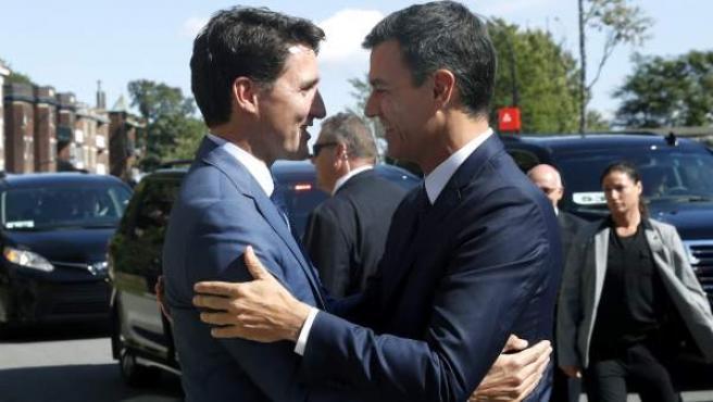 El primer ministro canadiense, Justin Trudeau, recibe al presidente del Gobierno español, Pedro Sánchez, en Montreal, Canadá.