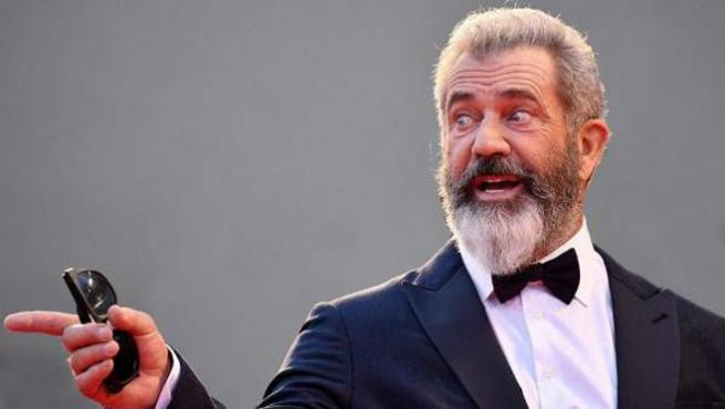 Mel Gibson escribirá y dirigirá el remake de 'Grupo salvaje'