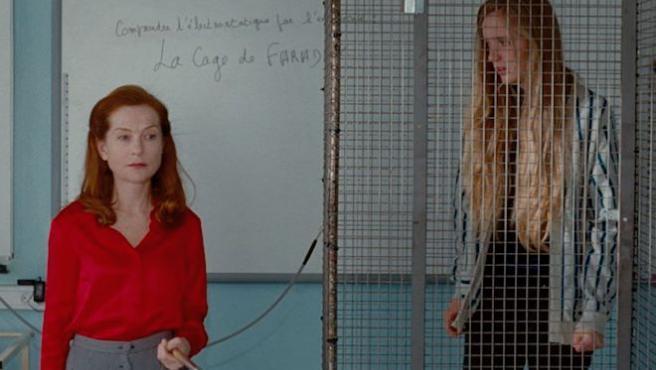 'Madame Hyde': Isabelle Huppert instruye electrocutando