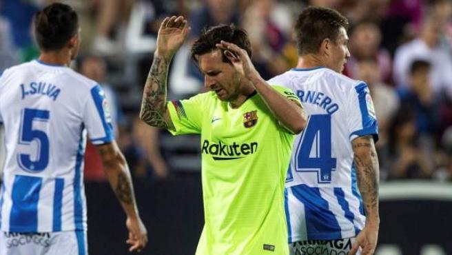 Leo Messi se lamenta en el Leganés - Barça.
