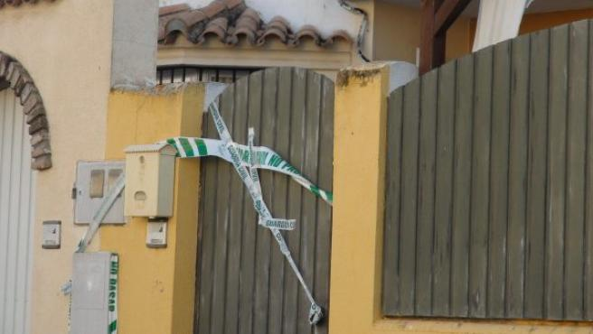 Vivienda donde una mujer de 42 años ha sido detenida tras matar a su marido mientras éste dormía, en Chiclana de la Frontera (Cádiz).