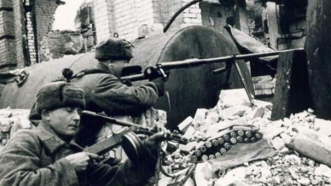 Fotografía facilitada por el Museo de la Batalla de Stalingrado (actual Volgogrado) de una imagen de la épica batalla de Stalingrado durante la Segunda Guerra Mundial en la que fueron derrotados los nazis, de la que se cumplen 70 años.