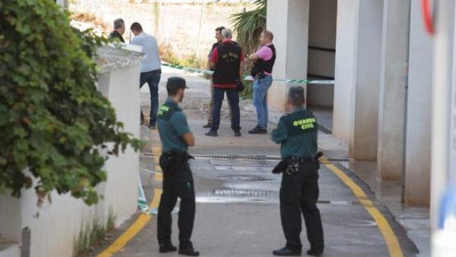 La Guardia Civil, en el escenario del crimen machista que ha tenido lugar en Torrox.