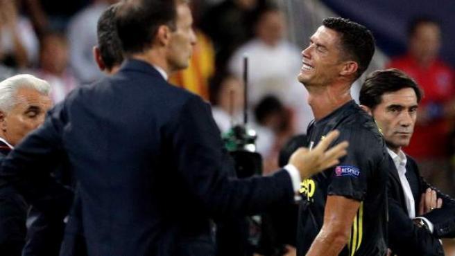 Cristiano Ronaldo se retira expulsado en Mestalla.