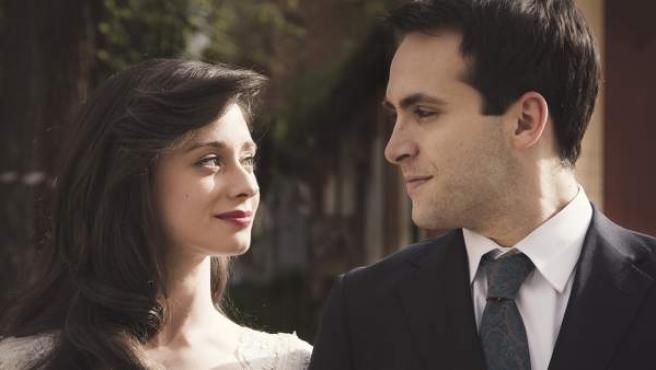 Karina y Carlos en su boda de 'Cuéntame'.