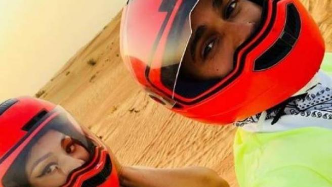Nicki Minaj y Lewis Hamilton se hacen un selfie en Dubai.