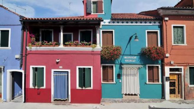 Varias casas de colores de la isla italiana de Burano.