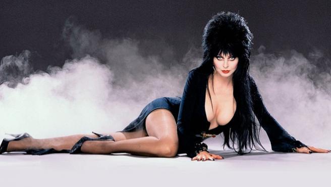 Vídeo del día: Elvira regresa para promocionar sus cereales Funko
