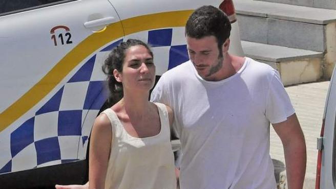 Álex Lequio, hijo de Ana Obregón, y su novia Francisca González en Mallorca.