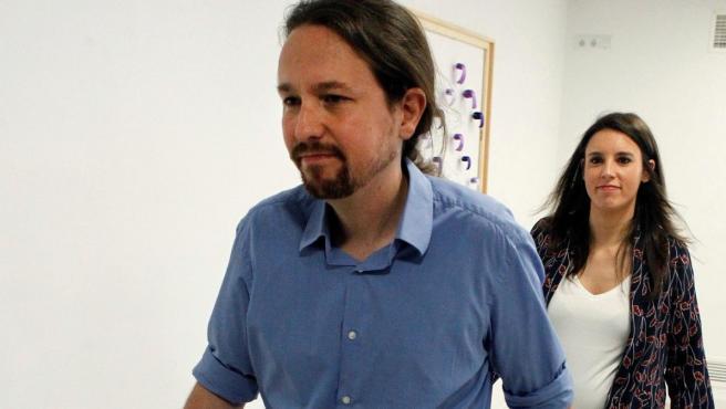 El secretario general y la portavoz parlamentaria de Podemos, Pablo Iglesias e Irene Montero.