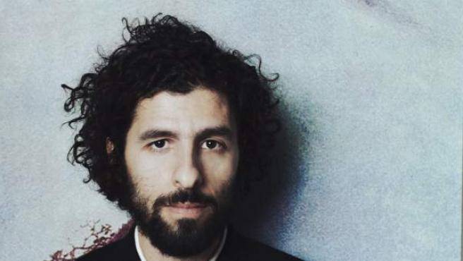 El músico sueco de origen argentino José González actúa esta semana en España acompañado de la orquesta experimental The String Theory.