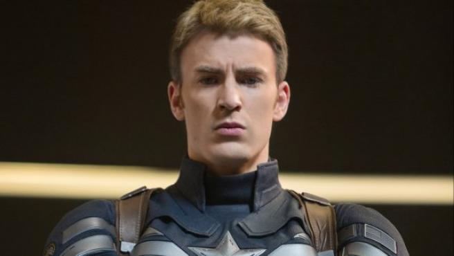 Chris Evans como Capitán América.