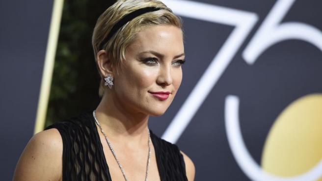 """Kate Hudson, de 38 años, espera su tercer hijo. La actriz publicó el pasado viernes en Instagram un vídeo en el que viste un vestido blanco que marca su vientre abultado. """"Una niñita está en camino"""", así anunciaba a sus seguidores su nuevo embarazo."""