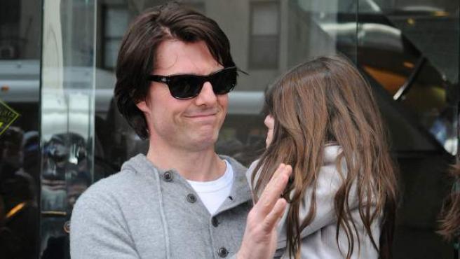 El actor Tom Cruise con su hija Suri, en calles de Nueva York (Estados Unidos), en 2011.