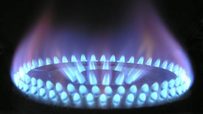 La bombona de butano ha tenido dos fuertes subidas en los últimos meses, aunque también es verdad que había bajado en los primeros meses del año. Pero el saldo sale a pagar. Y desde octubre el gas natural va a subir un 8% aproximadamente.