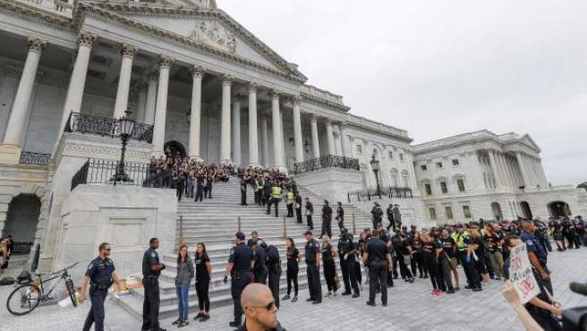 Mujeres protestan en la sede del Tribunal Supremo de EE UU por la elección de Brett Kavanaugh como magistrado.