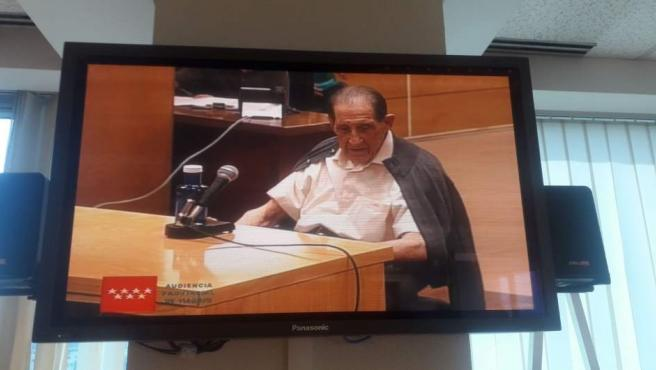 El doctor Eduardo Vela durante el juicio