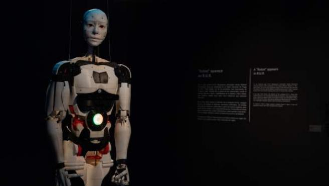 InMoov (2012) de Gaël Langevin, el primer humanoide de código abierto que puede fabricarse en casa con impresoras 3D.