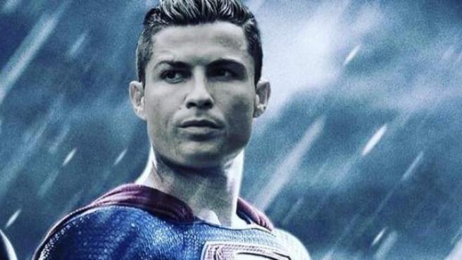 Cristiano Ronaldo vestido de Superman: campaña de apoyo de su madre, Dolores Aveiro.