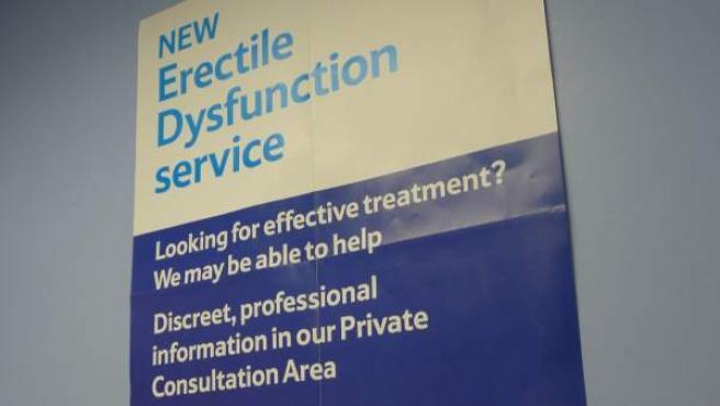 Anuncio de un servicio para el tratamiento de la disfunción eréctil en Londres, Reino Unido, en una imagen de archivo.