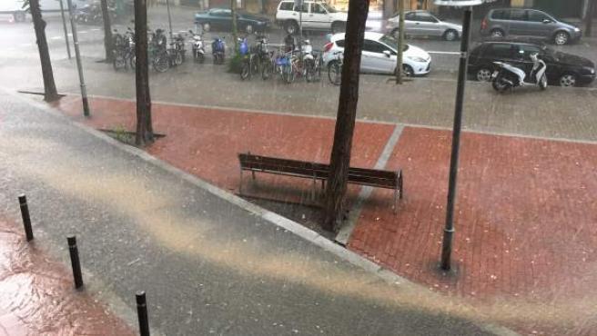 Lluvias cayendo sobre Barcelona este martes.
