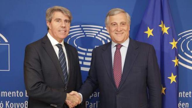 El presidente de la Comunidad de Madrid, Ángel Garrido, con el máximo responsable del Parlamento Europeo, Antonio Tajani.