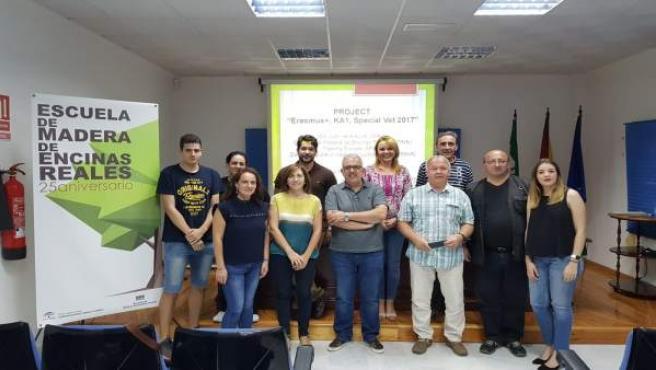 Profesores eslovenos e integrantes de la Escuela de Madera