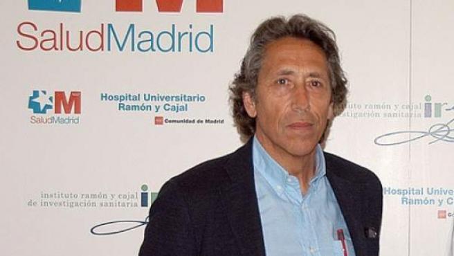 Rogelio López-Vélez, jefe de la Unidad de referencia nacional de enfermedades tropicales en el Hospital Ramón y Cajal.