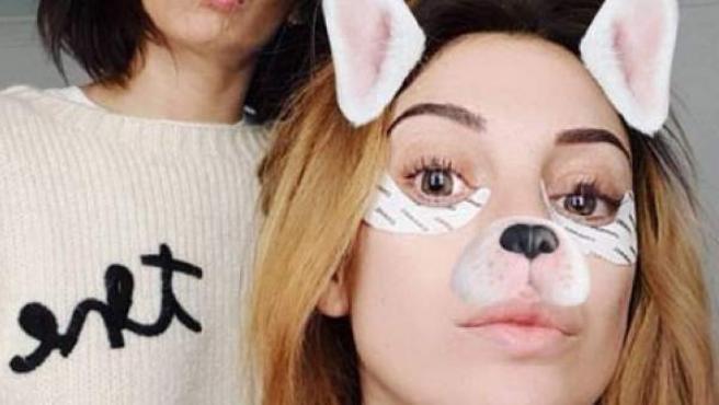 Blanca Suárez publica un storie en su cuenta de Instagram en el que aparece con unos parches antiojeras.