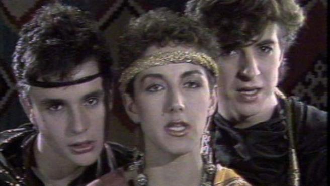 Ana Torroja y los hermanos Cano, los integrantes del trío Mecano.