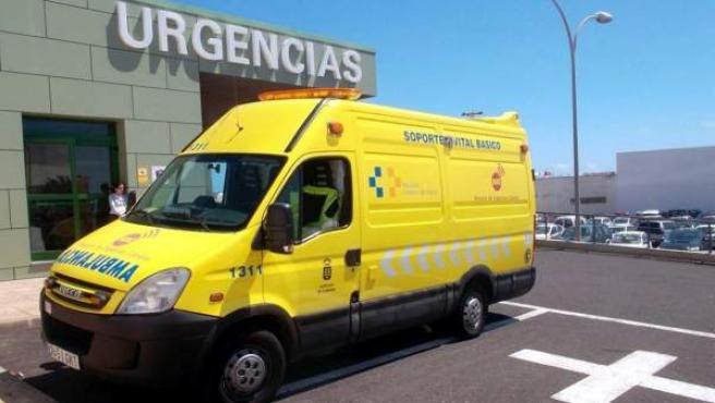 Una ambulancia del Servicio de Urgencias Canario, en una imagen de archivo.