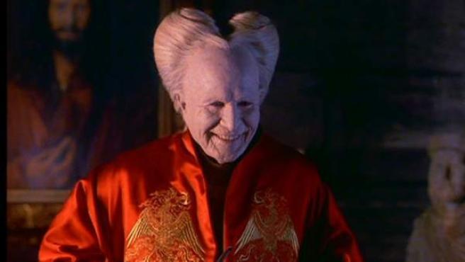 Gary Oldman caracterizado como Drácula en una escena de la película dirigida por Coppola.