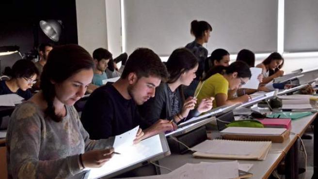 Alumnos universitarios.