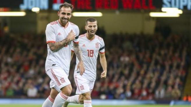 Alcácer celebra uno de sus goles ante Gales.
