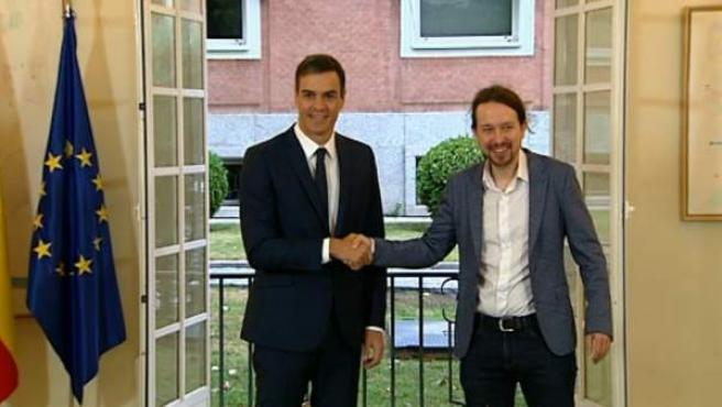 Sánchez e Iglesias firman el acuerdo para los PGE de 2019.
