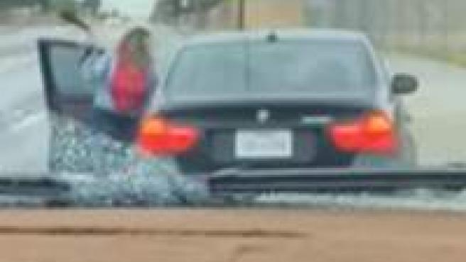 Una madre texana golpea a su hijo con un cinturón tras haberle robado el coche.