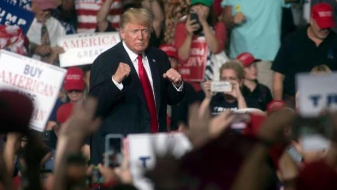Donald Trump este viernes en una campaña de los republicanos en Arizona.