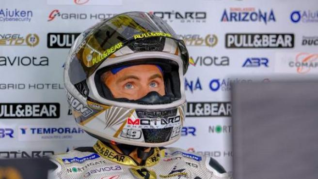 Álvaro Bautista, en el box del Ángel Nieto Team MotoGP.