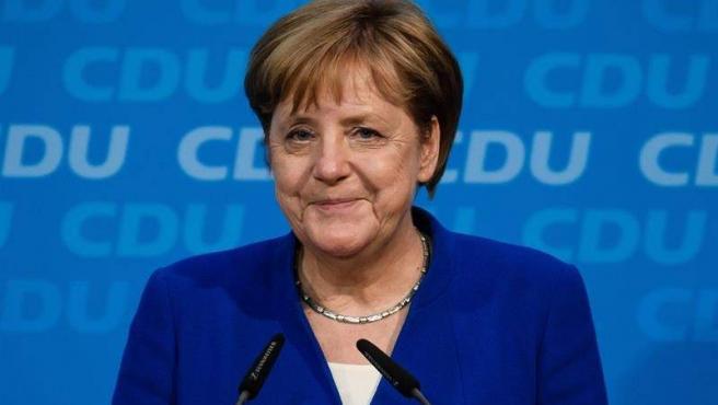 La canciller alemana y líder del la Unión Cristianodemócrata (CDU), Angela Merkel, tras reunirse con el ministro alemán de Interior, Horst Seehofer, en la sede de la CDU en Berlín (Alemania).