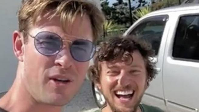 Mejor que Blablacar: Chris Hemsworth te lleva en helicóptero