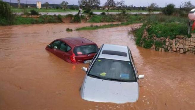 Inundaciones en una carretera en Mallorca por la lluvia.