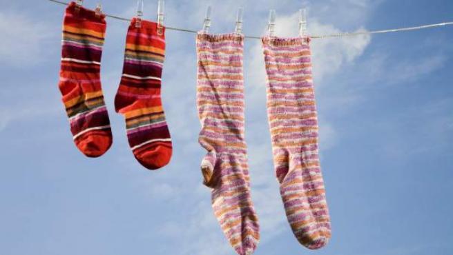 Imagen de unos calcetines tendidos.