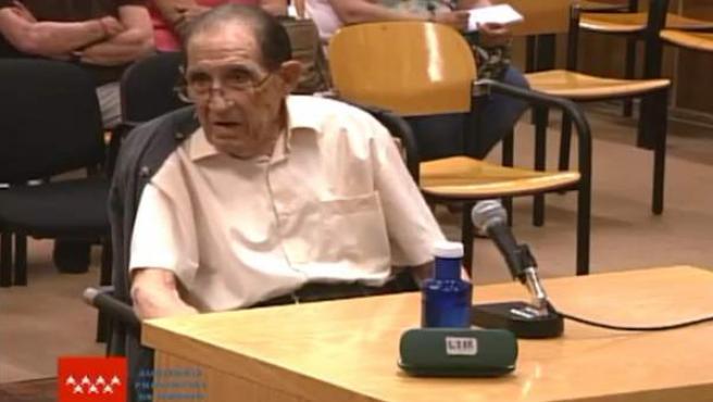 Absuelto Eduardo Vela por el caso de 'bebés robados'