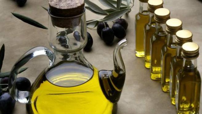 Una muestra en una feria de aceite de oliva.
