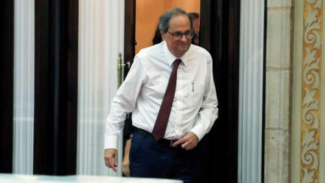 El presidente de la Generalitat, Quim Torra, saliendo de su despacho.